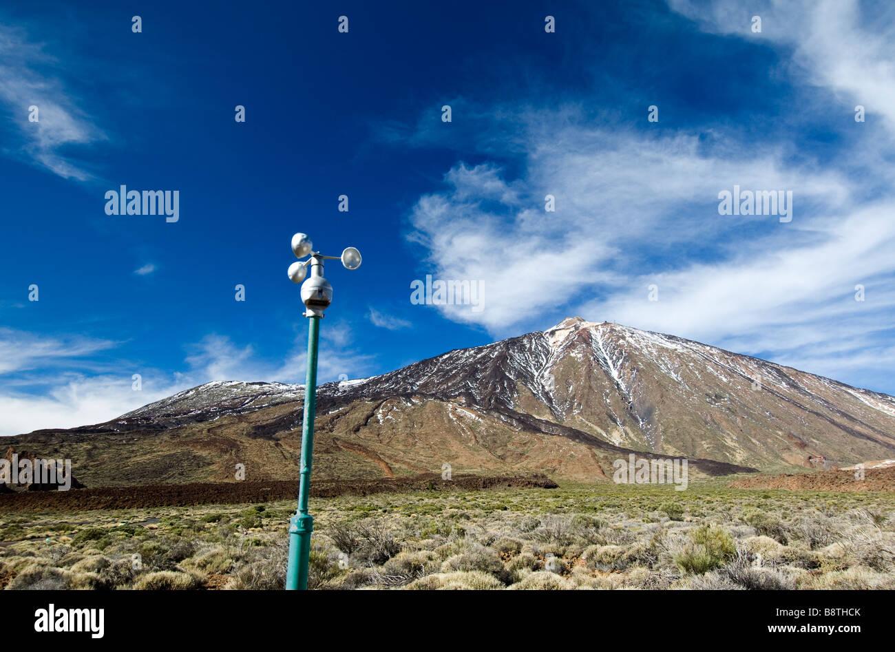 Klima und Wind-Sensor-Anemometer überwacht Wetter im Teide-Nationalpark, den Teide, Teneriffa, Kanarische Inseln Stockbild