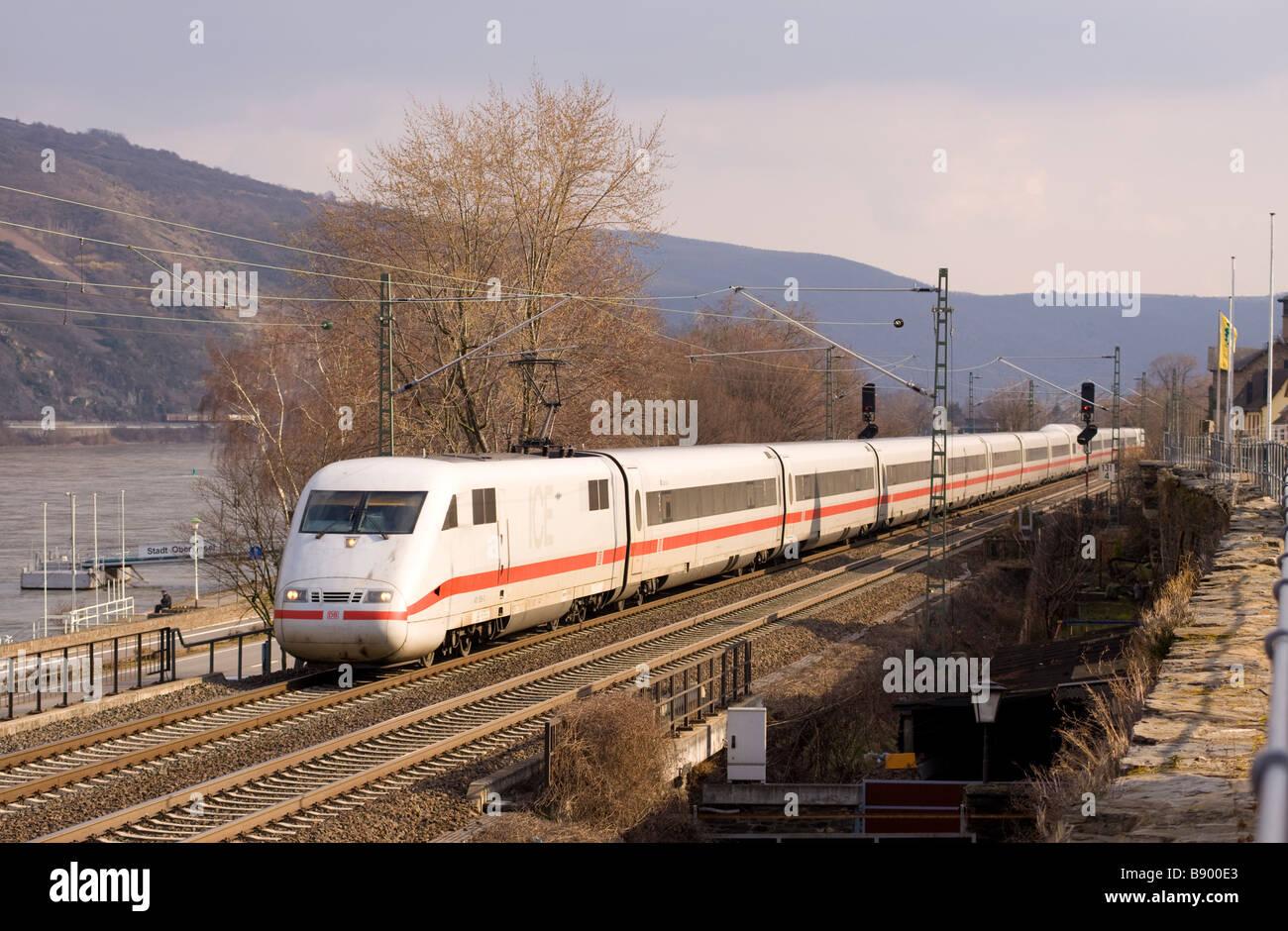 DB Bahn Klasse 401 ICE 1 hohe Geschwindigkeit Elektrischer Triebzug Deutschland Stockbild