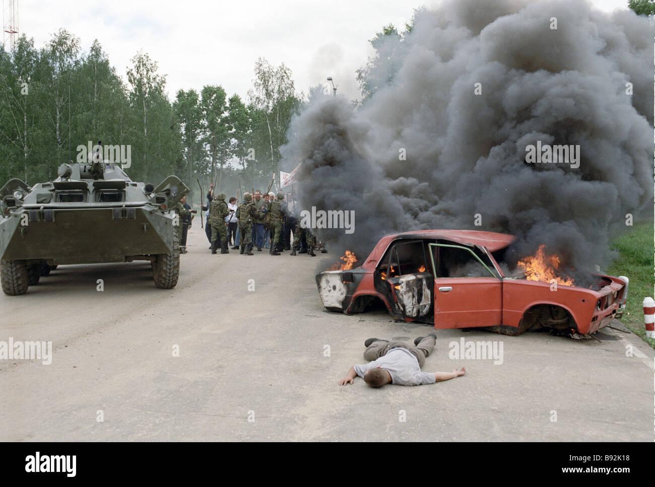 Truppen der russischen Armee beseitigen, ein Mock-up Konflikte zwischen den Einheimischen Friedenssicherung Übung Stockbild