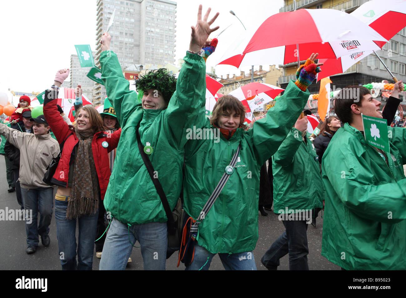 Keltische Symbolik in St Patrick s Day parade Novy Arbat eines Moskauer s zentrale Straßen Stockbild