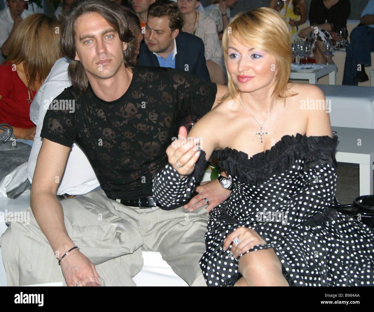 Sängerin Katja Lel und ihr Verlobter Igor bei der Premiere von Geschäftsmann Emin Agalarov s single unglaublich Stockbild