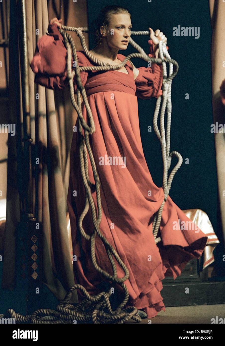 Natalia Vdovina in einer Szene aus dem Stück Romeo und Julia von Satirikon Theater inszeniert Stockbild