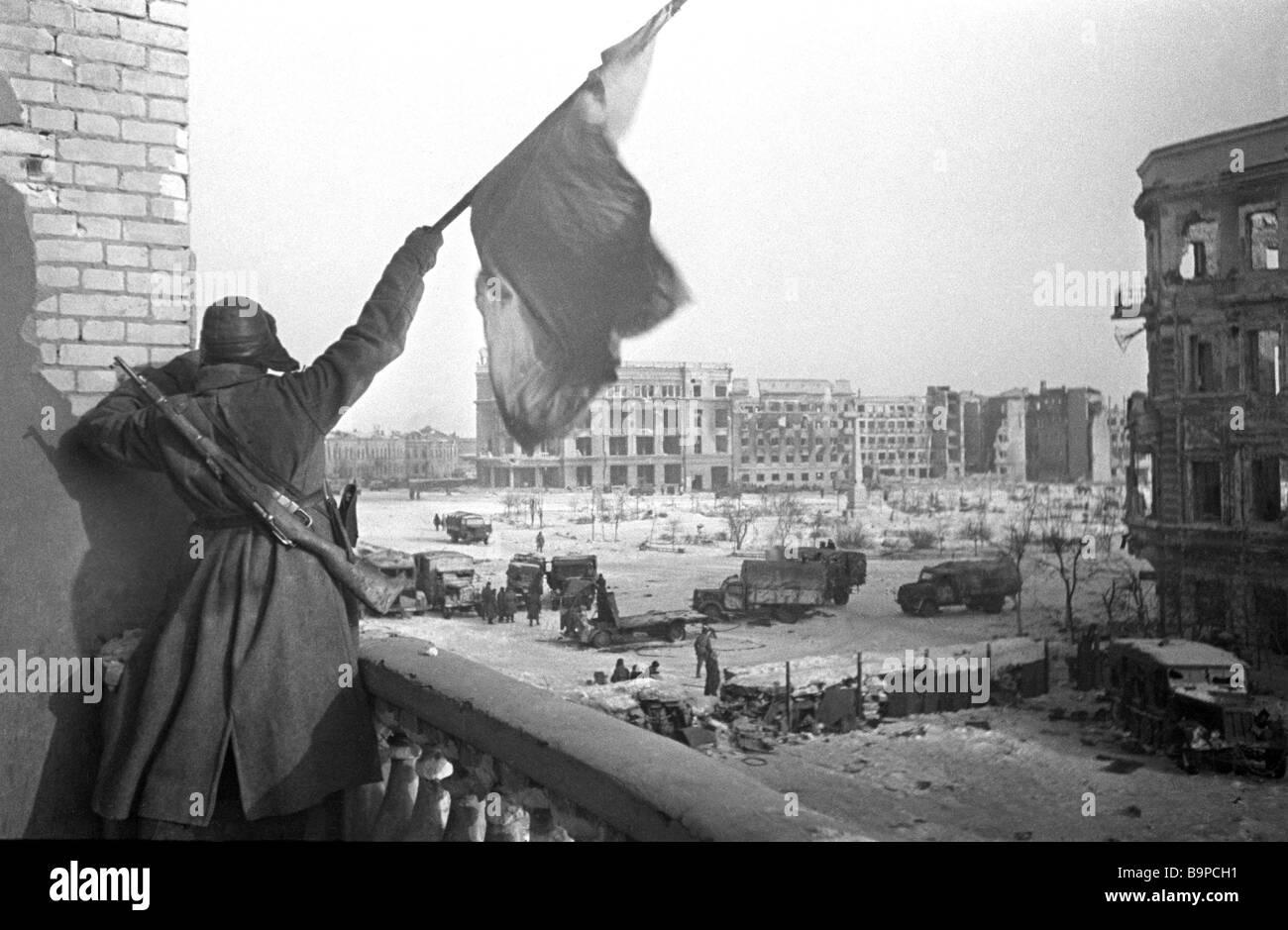 Die Siegesfahne gehisst Nachkriegszeit die Schlacht von Stalingrad 1943 Stockbild