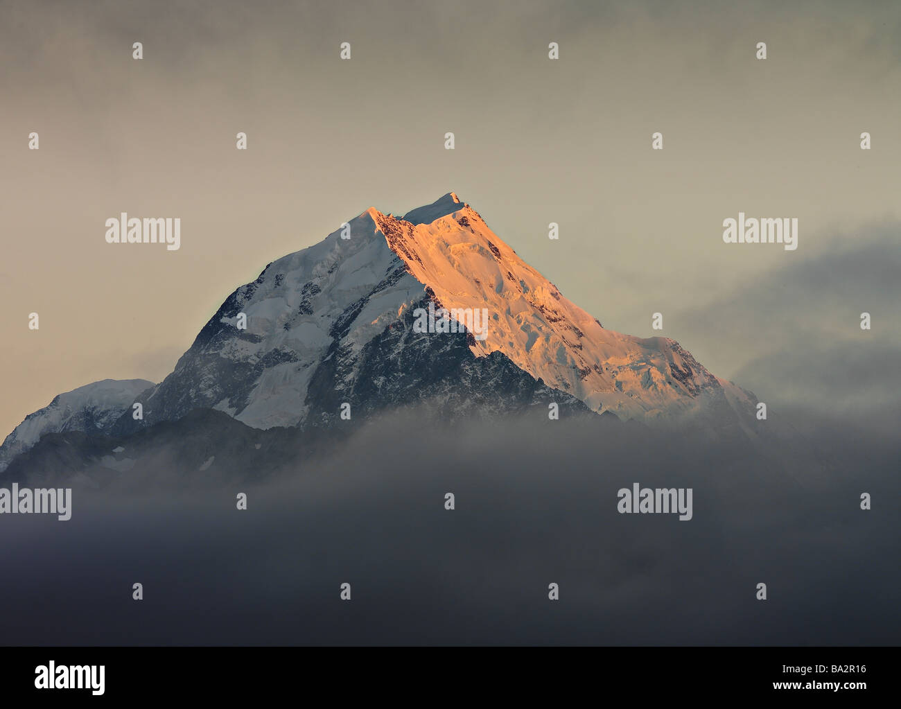 Mount Cook, Neuseeland, im Morgengrauen Stockbild