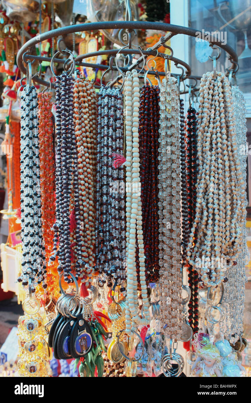Ketten-Girlanden in einem Geschäft Stockbild
