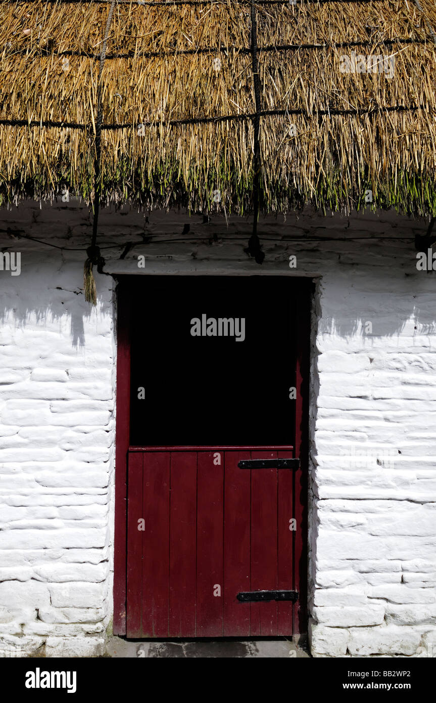 house white red roof stockfotos house white red roof bilder alamy. Black Bedroom Furniture Sets. Home Design Ideas