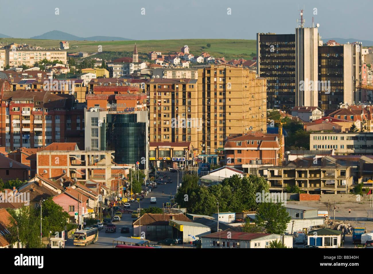 KOSOVO, Prishtina. In der Innenstadt aus dem Westen und Tirana Street--am späten Nachmittag. Stockbild