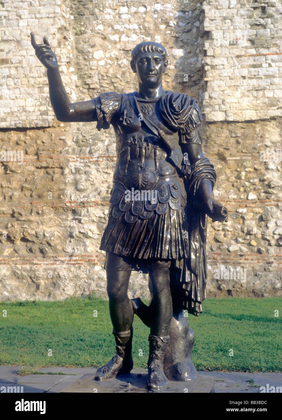 Statue des römischen Kaisers Trajan Tower Hill City London England UK Kaiser Stockbild