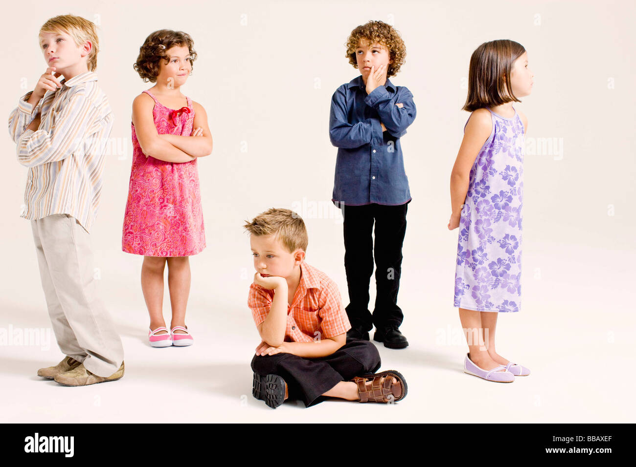 Kinder im Denken Posen Stockbild
