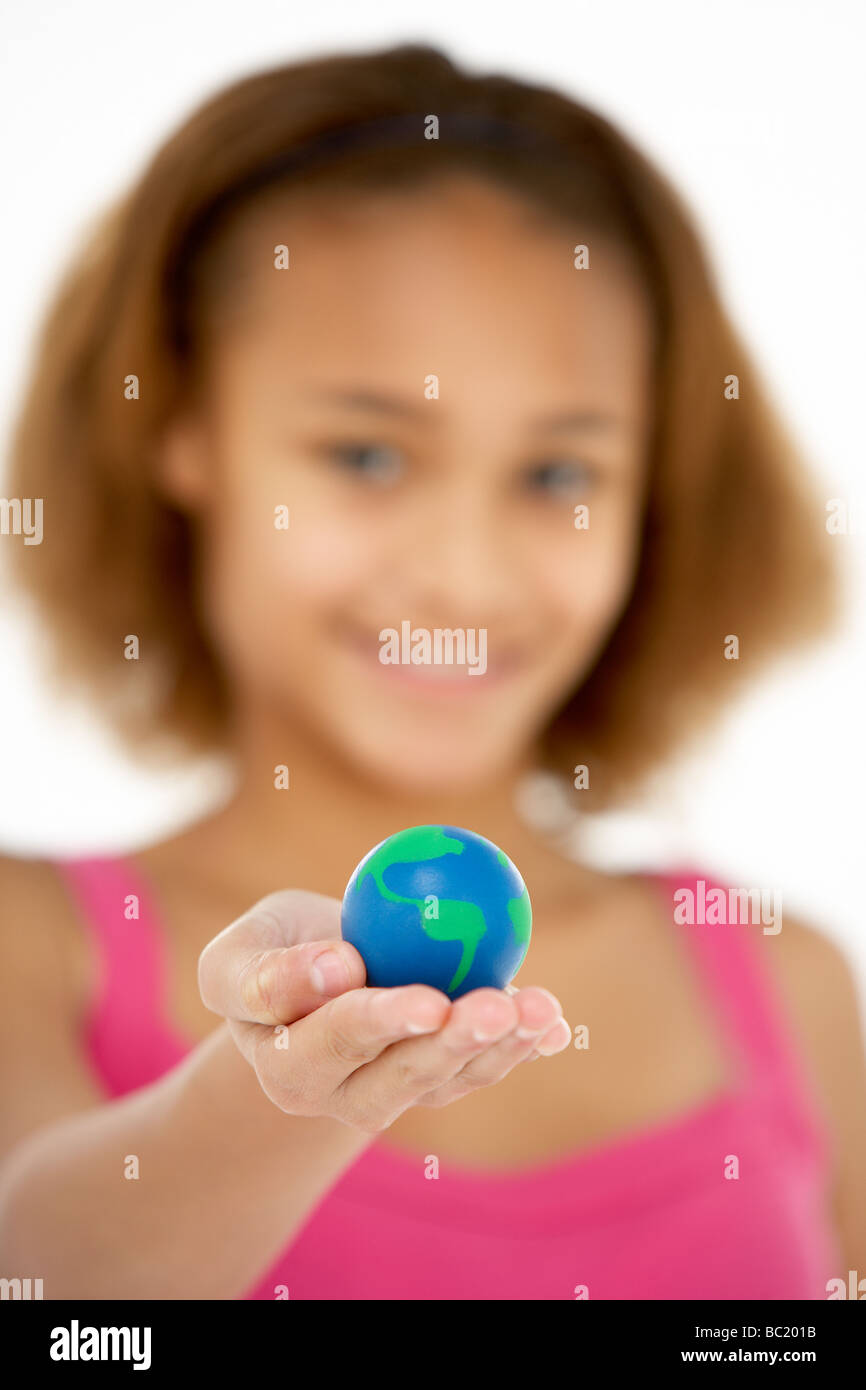 Junges Mädchen Hoiding kleine Welt Stockbild