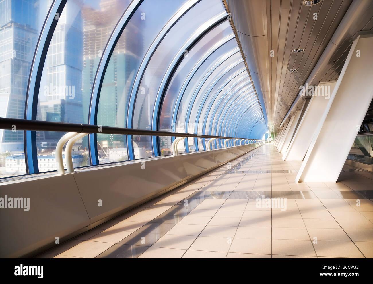 Moderne Brücke innen Weitwinkel Stockfoto