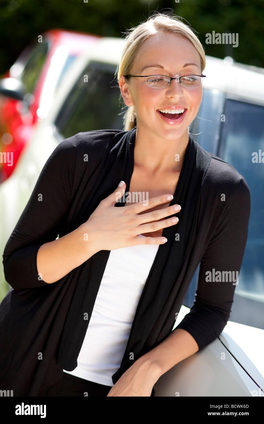 Geschäftsfrau, die lächelnd Stockbild