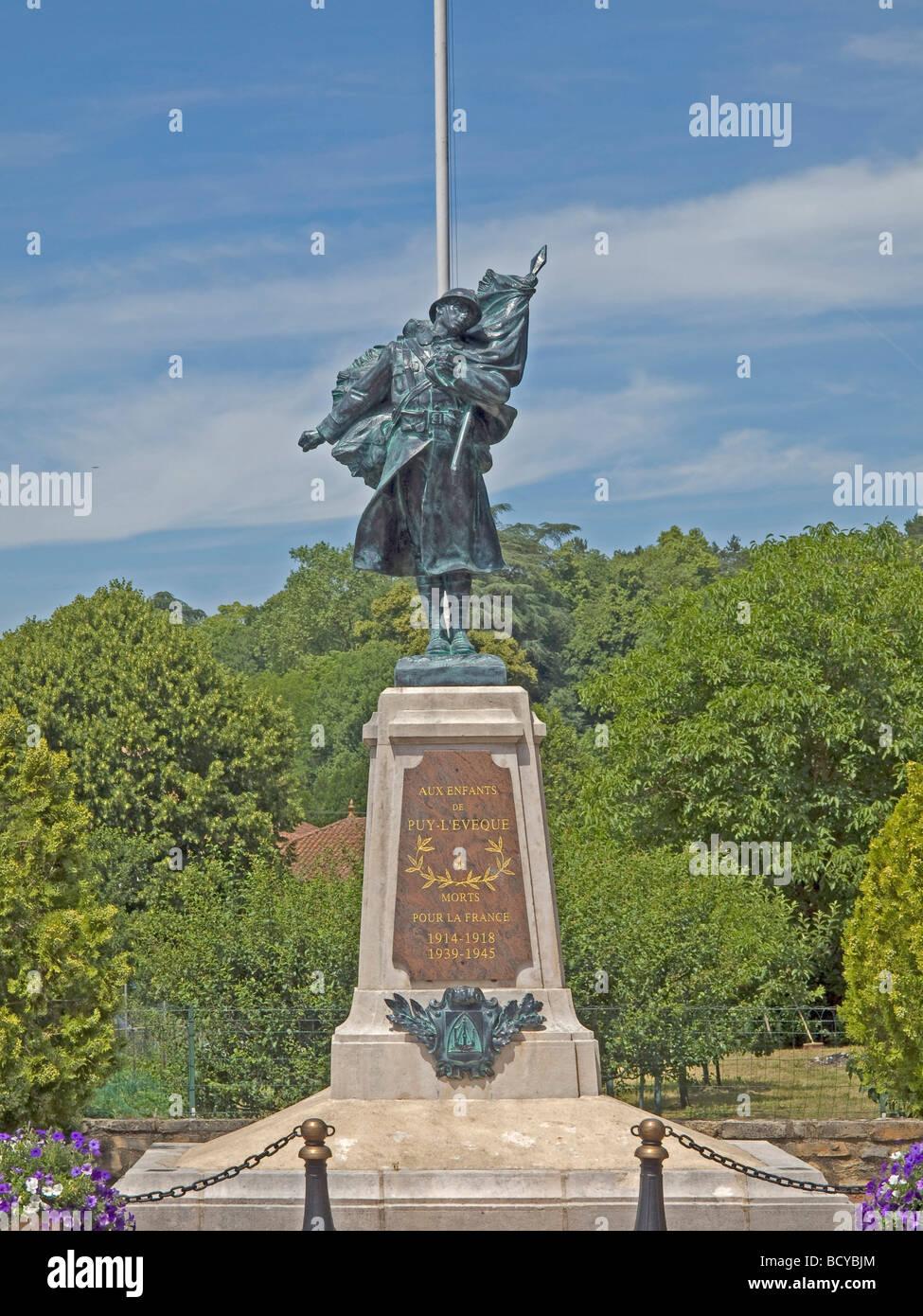 Skulptur von einem Soldaten Fälle des Todes im ersten und zweiten Weltkrieg in Castelfranc Stockbild
