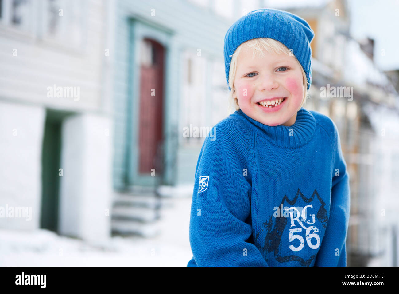 Skandinavischen Boy lächelnd Stockbild