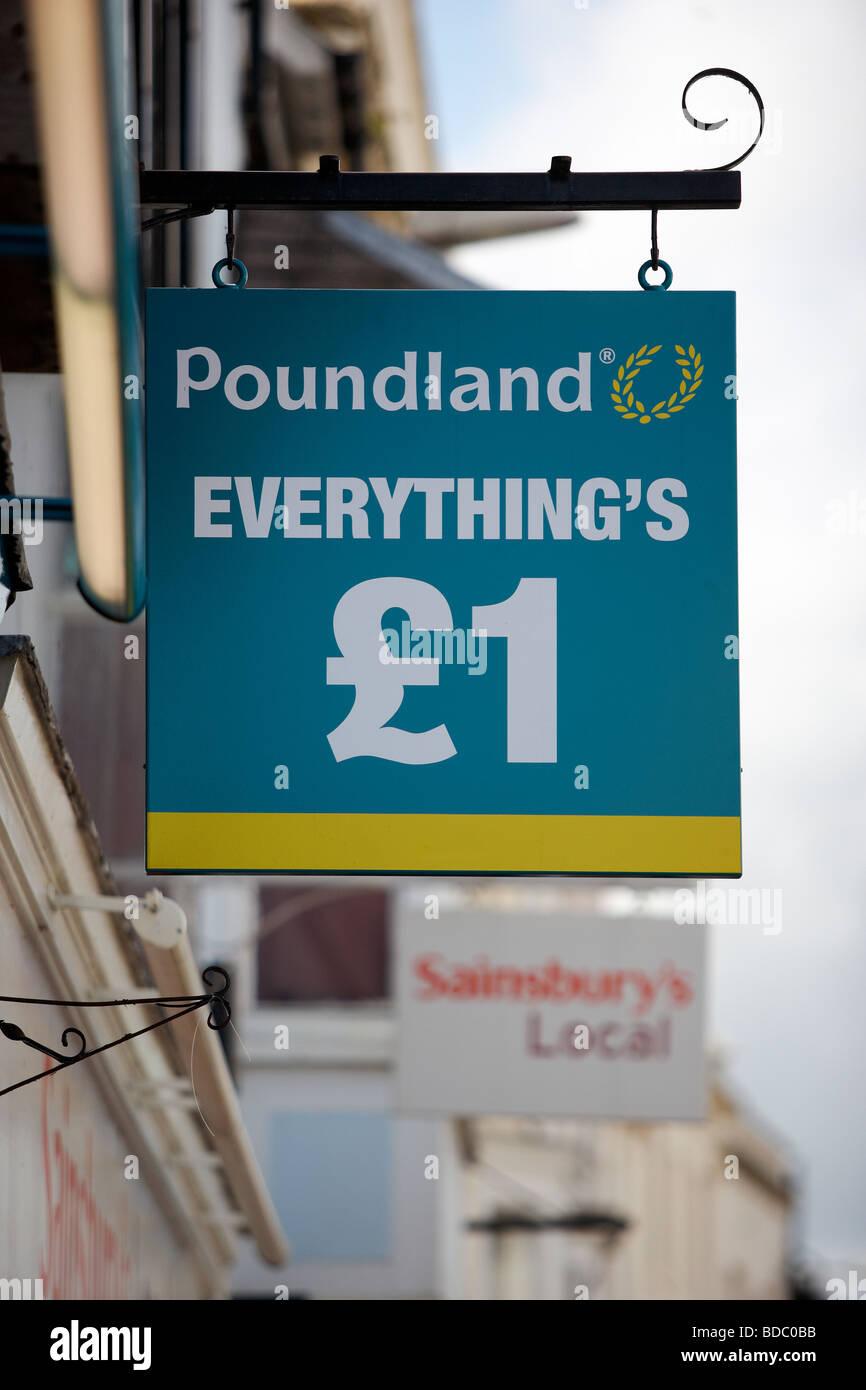 Die poundland Store anmelden in Stratford-upon-Avon Stockbild