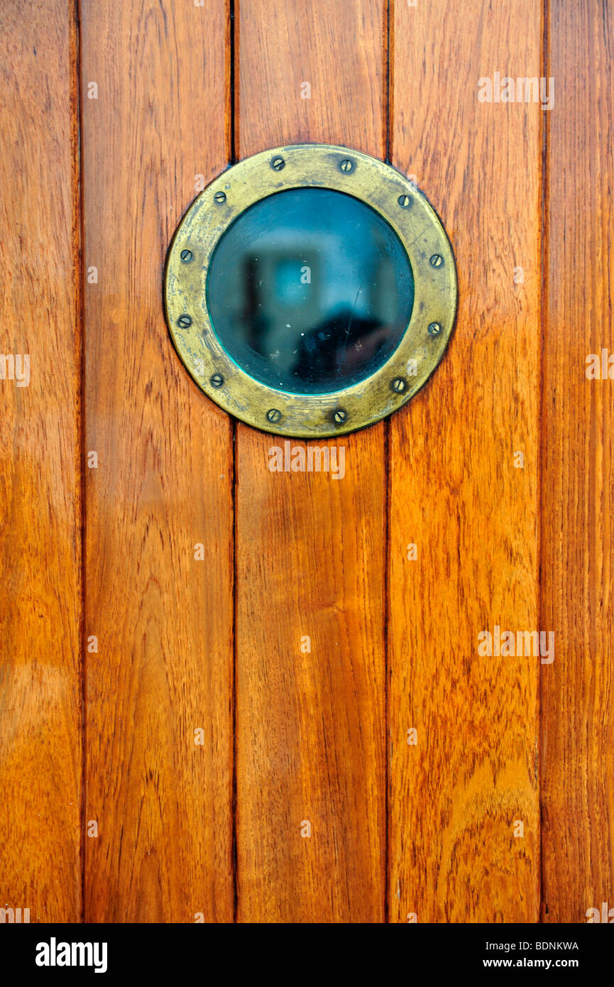 porthole stockfotos porthole bilder alamy. Black Bedroom Furniture Sets. Home Design Ideas