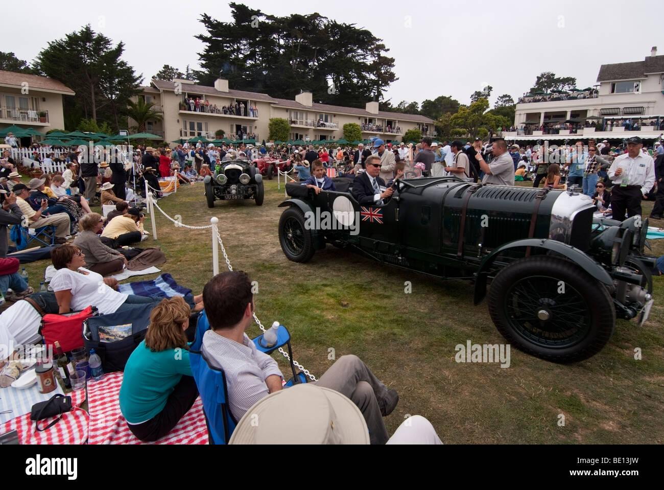 Oldtimer Bentley Automobile durchfahren des Publikums während der 2009 Pebble Beach Concours d ' Elegance Stockbild