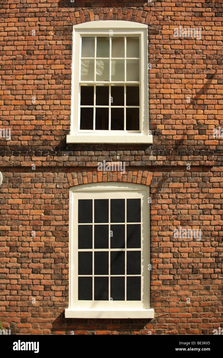 Eine kleine georgische Ära Haus in Montgomery Powys Wales mit einem blockierten, Fenster nicht zu zahlen und Stockbild