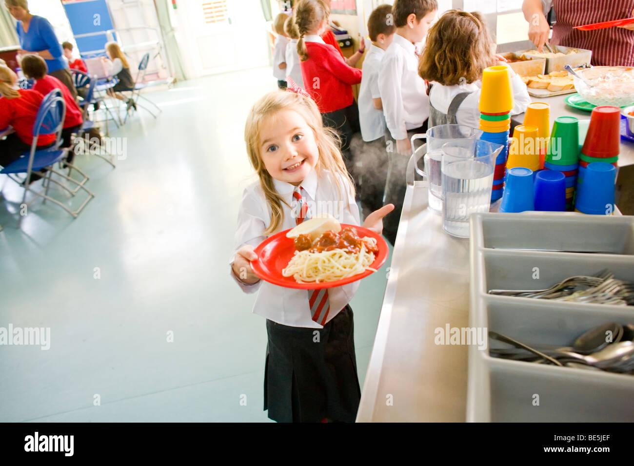 Schule Abendessen an der Primary School uk Stockbild