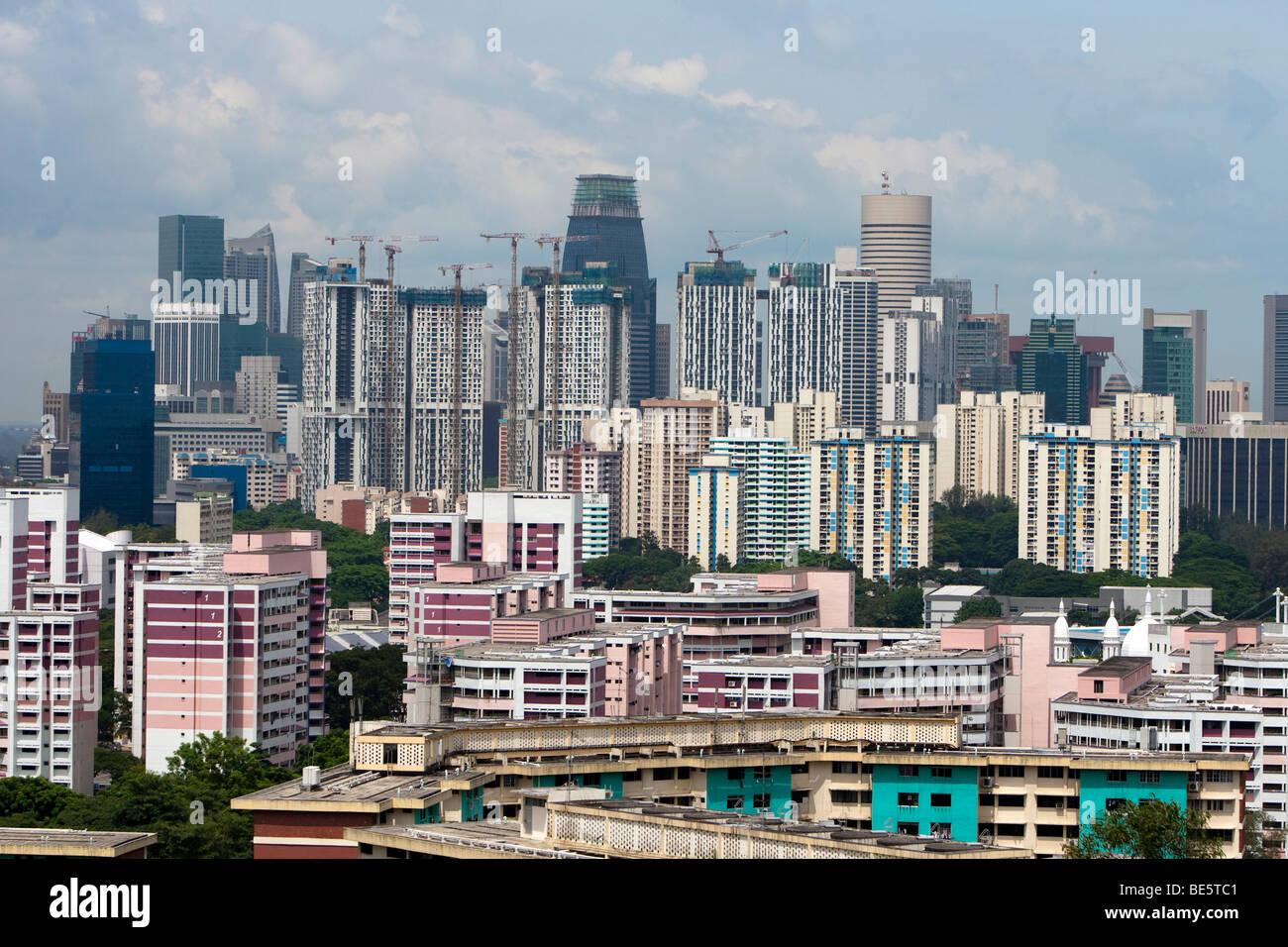 Skyline von Singapur, Wolkenkratzer mit billige Wohnungen hinter der teuren zentralen Geschäftsviertel von Stockbild