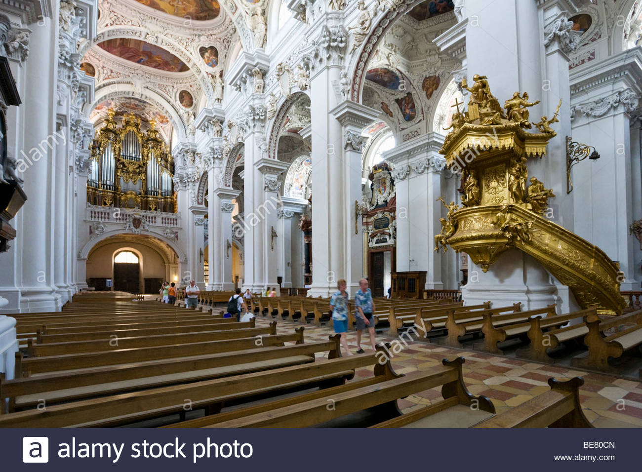 innenansicht der st stephans kathedrale die gr te domorgel der welt passau bayern. Black Bedroom Furniture Sets. Home Design Ideas