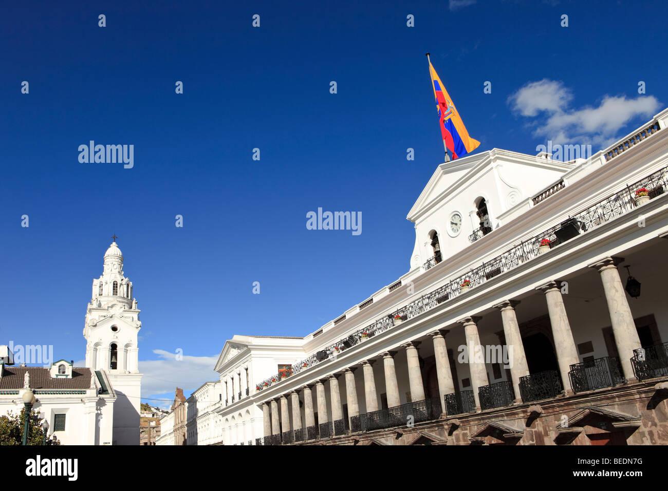 Regierungspalast und El Sagrario Kirche, Quito, Ecuador Stockbild