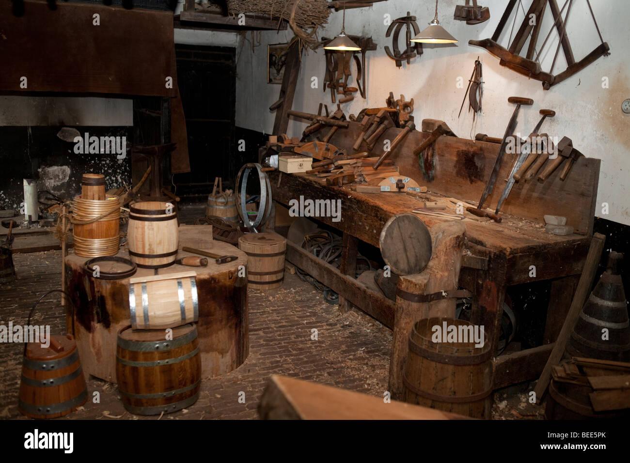 Alten Manufaktur in der alten Holland. Reproduktion auf das Zuiderzeemuseum in Enkhuizen, Nord-Holland Stockbild