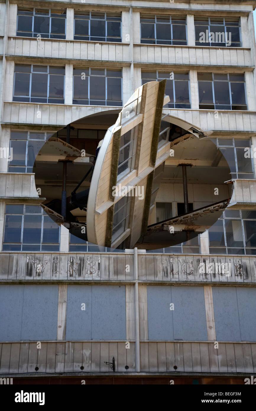 Richard Wilsons öffentliche Kunstwerke im Moorfields Eye Hospital auf der ehemaligen Yates Wein den Ort umdrehen Stockbild