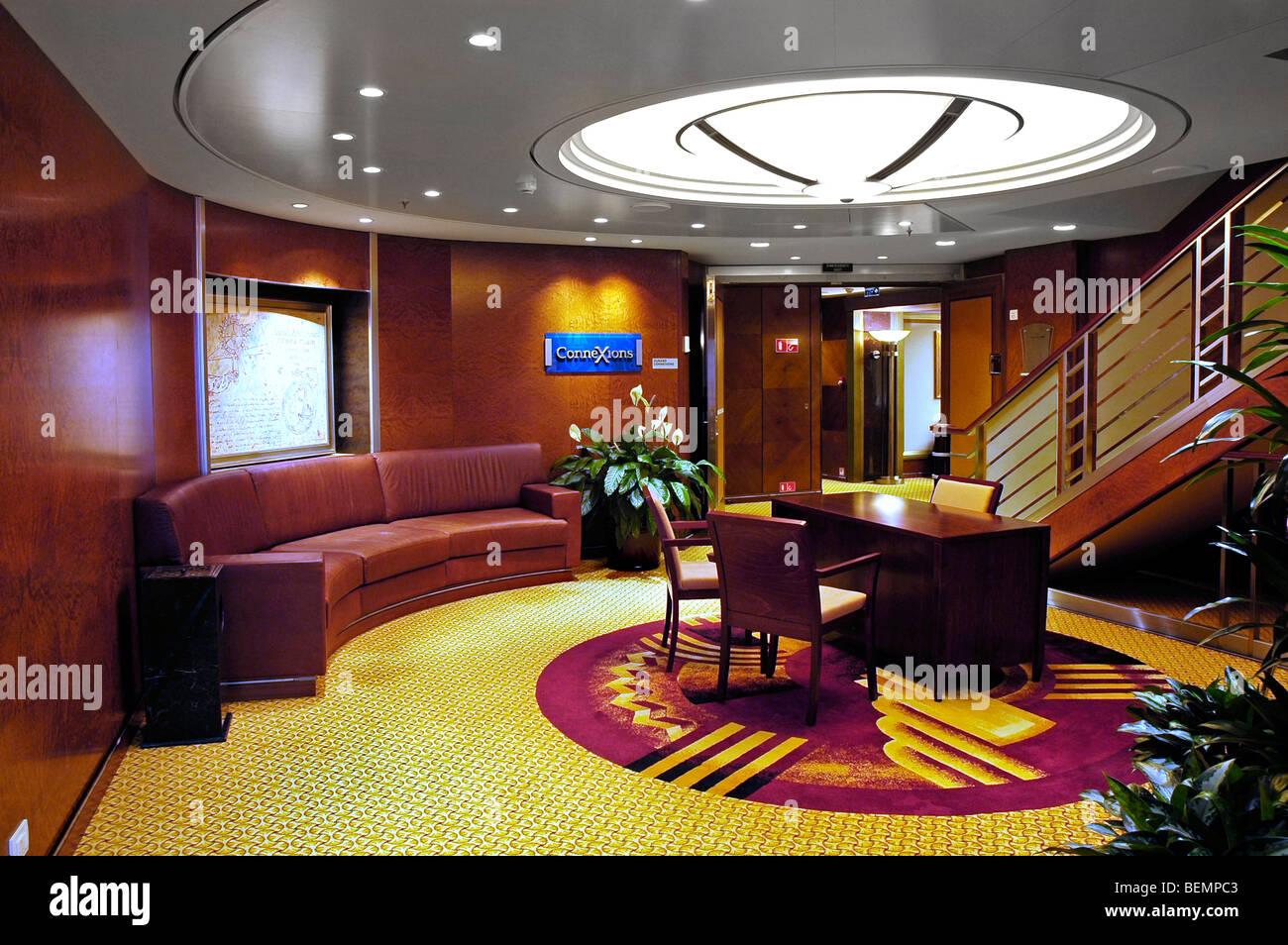 Connexions Lounge, Kreuzfahrtschiff Queen Mary 2 Stockbild