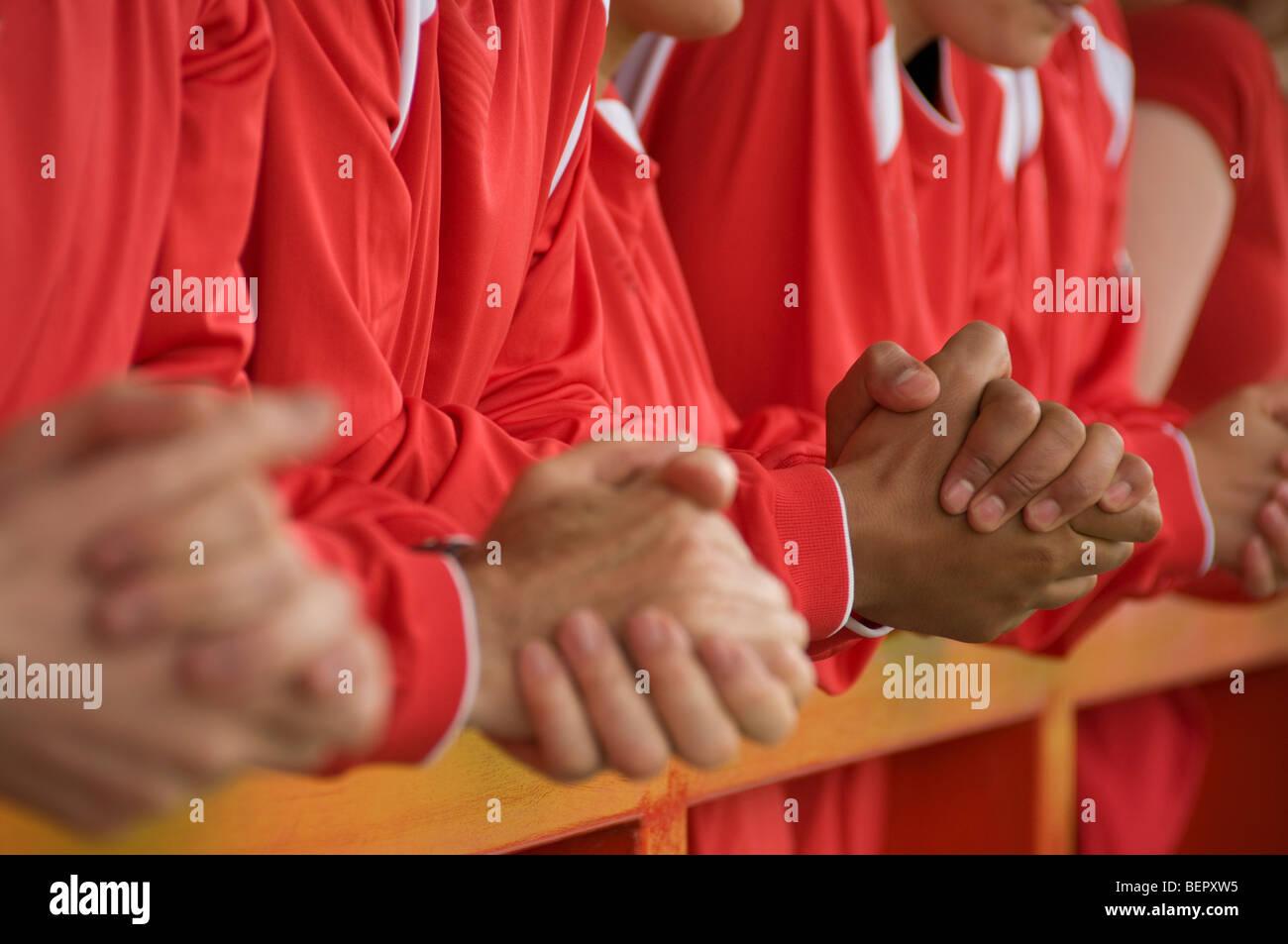 Nahaufnahme von Fußball-Fans-Hände Stockbild