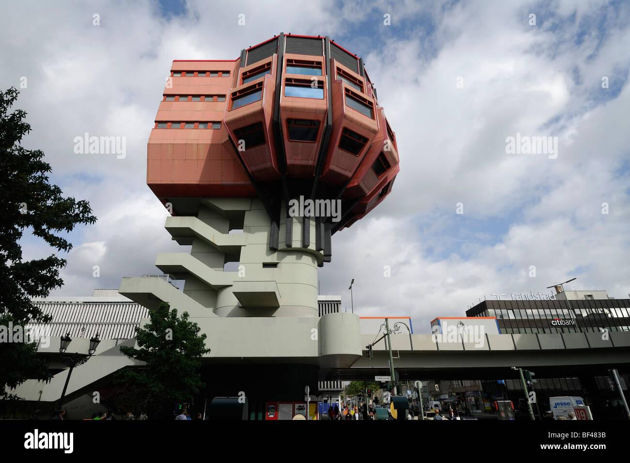 Berlin. Deutschland. Bierpinsel deswegen, ungewöhnliche 70er Bar & Restaurantgebäude in Steglitz. Stockbild