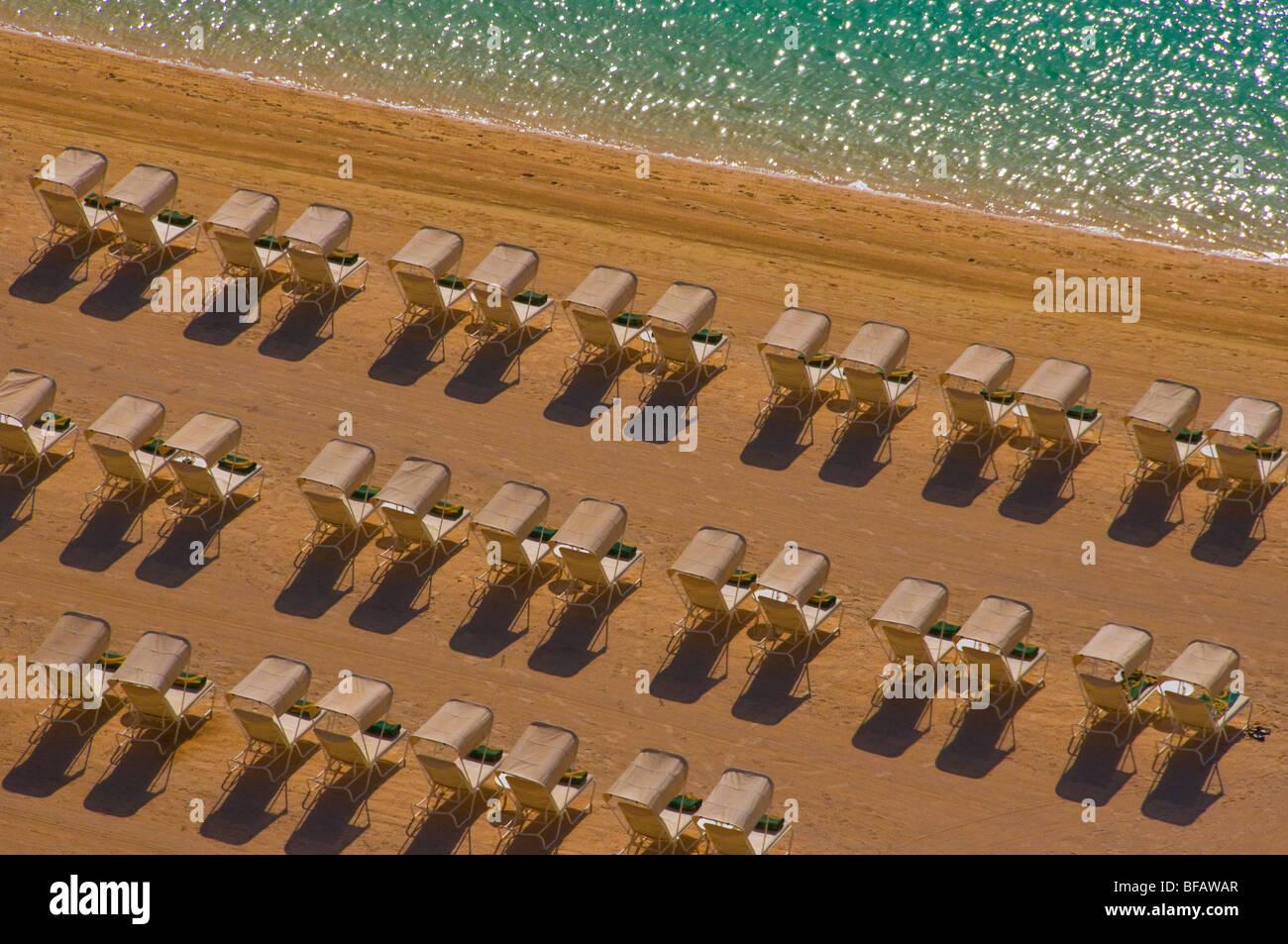 liegen am Strand Stockbild