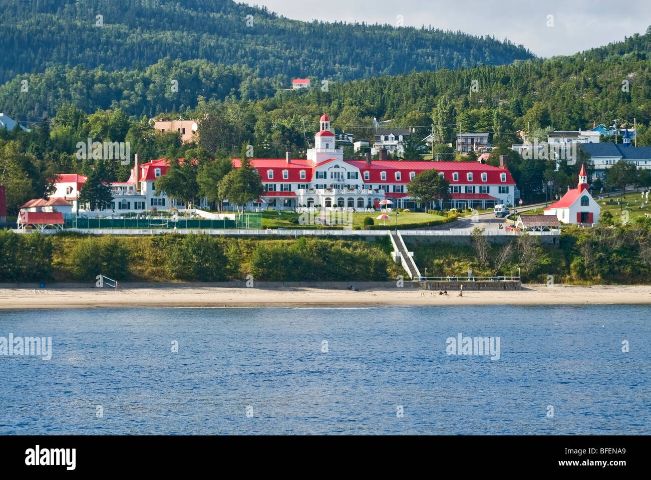 Historisches Hotel Tadoussac und Kapelle der Indianer, Tadoussac, Manicouagan, Quebec, Kanada Stockbild