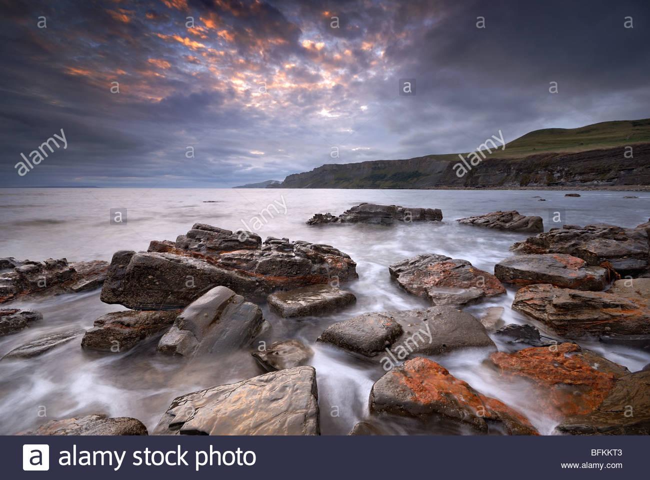 Schönheit Morgendämmerung am Kimmeridge Bay, Vereinigtes Königreich. Stockbild