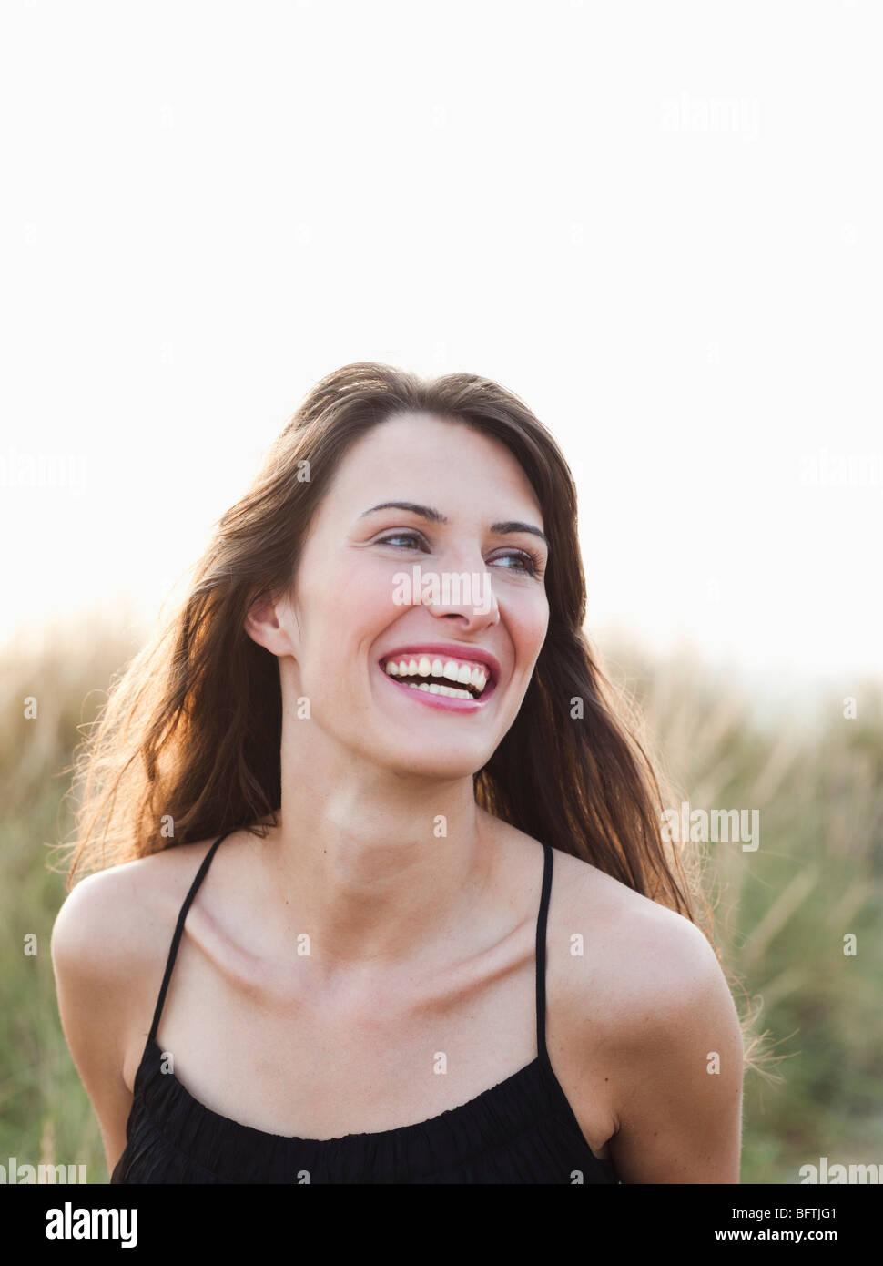 Frau am Strand Sonnenuntergang Stockbild