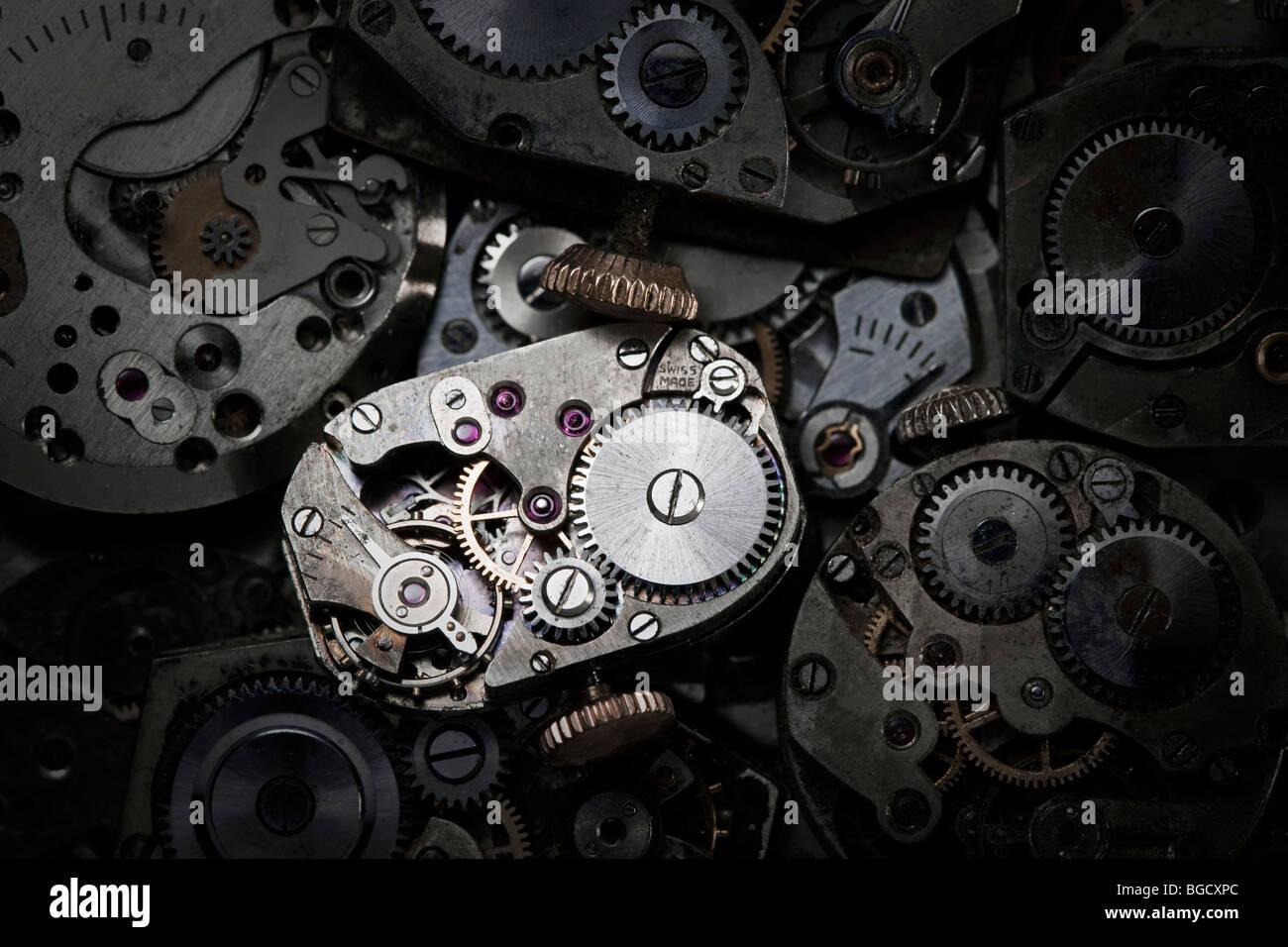 Nahaufnahme der antiken Uhrwerk. Dies ist eine extreme Nahaufnahme von altes Uhrwerk, so gibt es einige Staub sichtbar. Stockbild