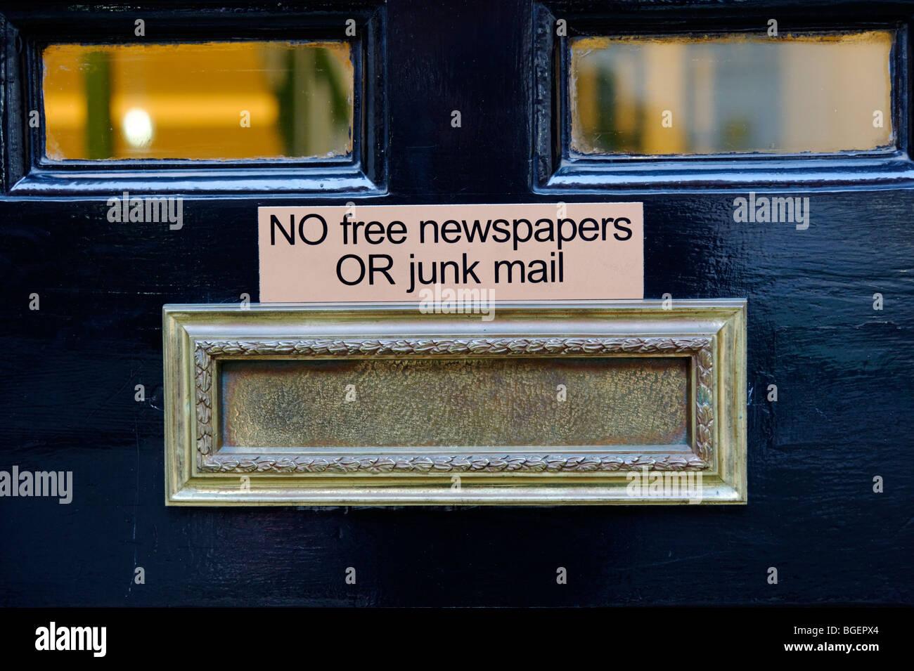 """Haustür Wohn Briefkasten """"Keine kostenlosen Zeitungen oder Junk-Mail"""". London. GROßBRITANNIEN Stockbild"""