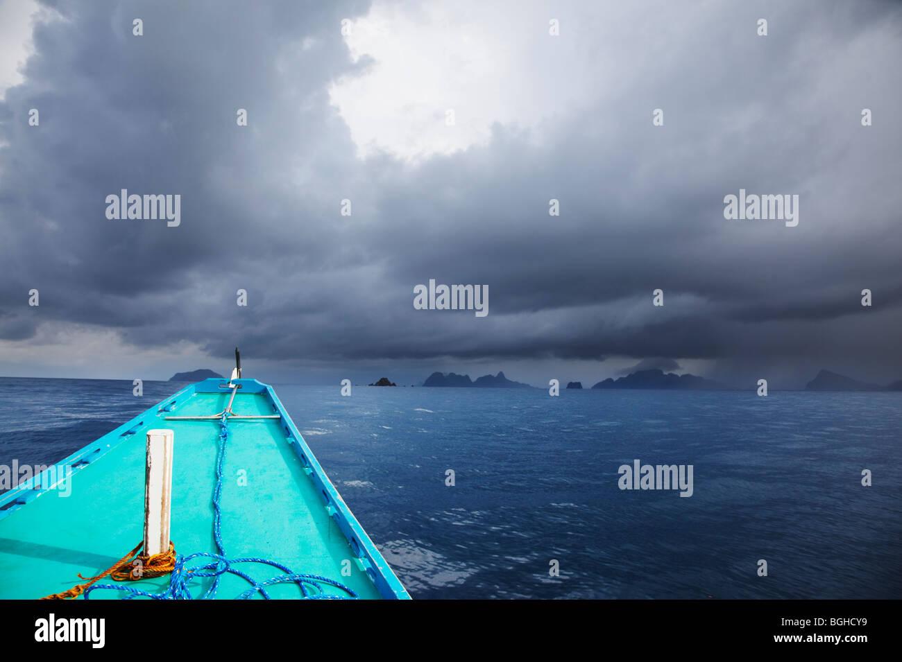 Banca Boot Überschrift in stürmischem Wetter; Palawan; Philippinen. Stockbild