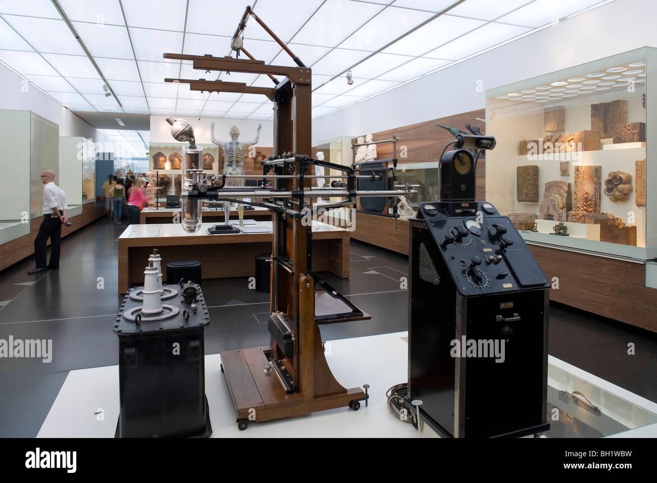 Das Deutsche Hygiene-Museum, DHMD, Zimmer 1 Leben und vom sterben, ein Xray-Maschine aus dem 20. Jahrhundert, Dresden, Stockbild