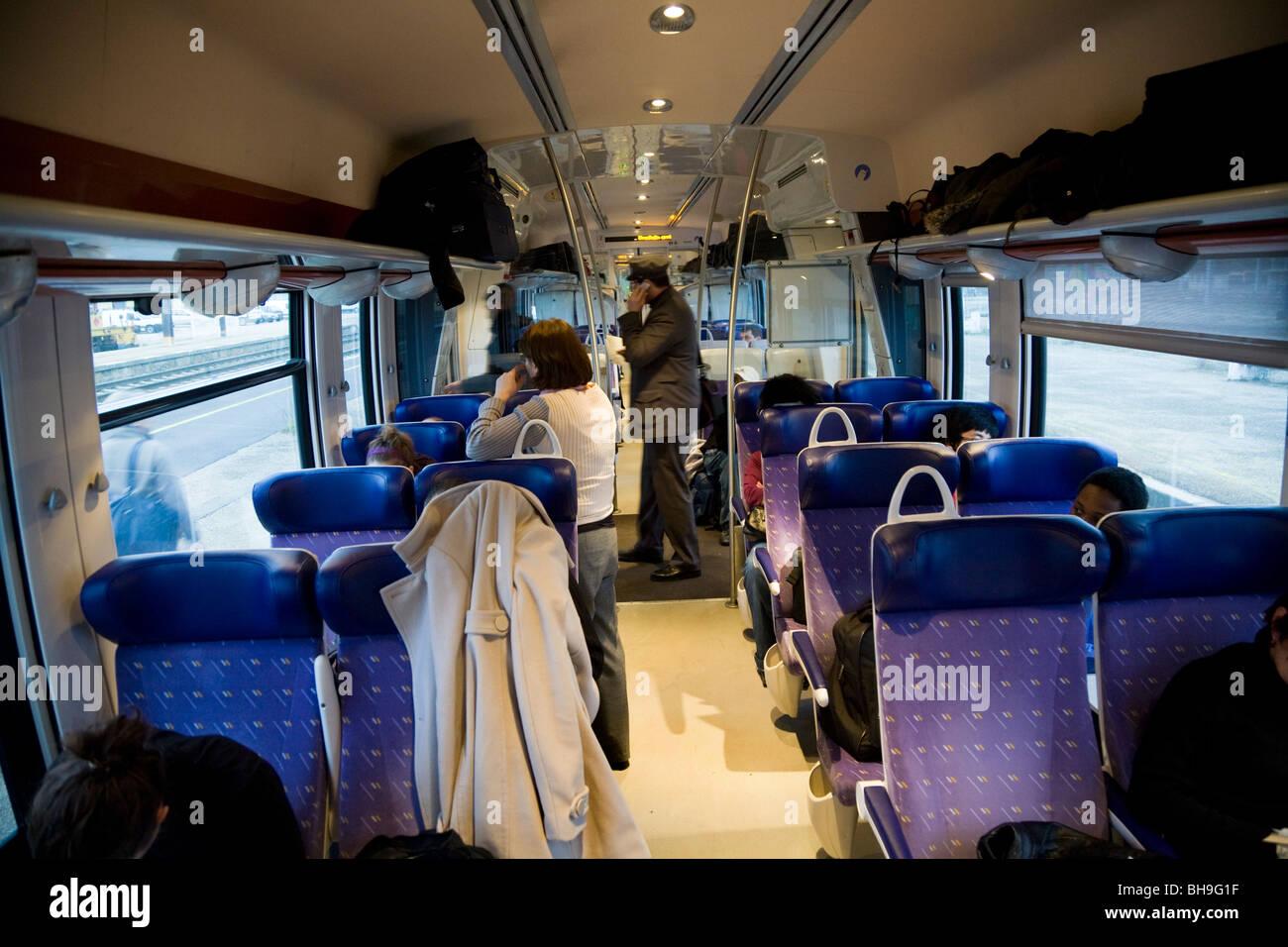 Im Inneren der Kutsche ist Teil einer Französisch-ter-Train Express Regional ? trainieren, gebunden in Lyon Stockbild