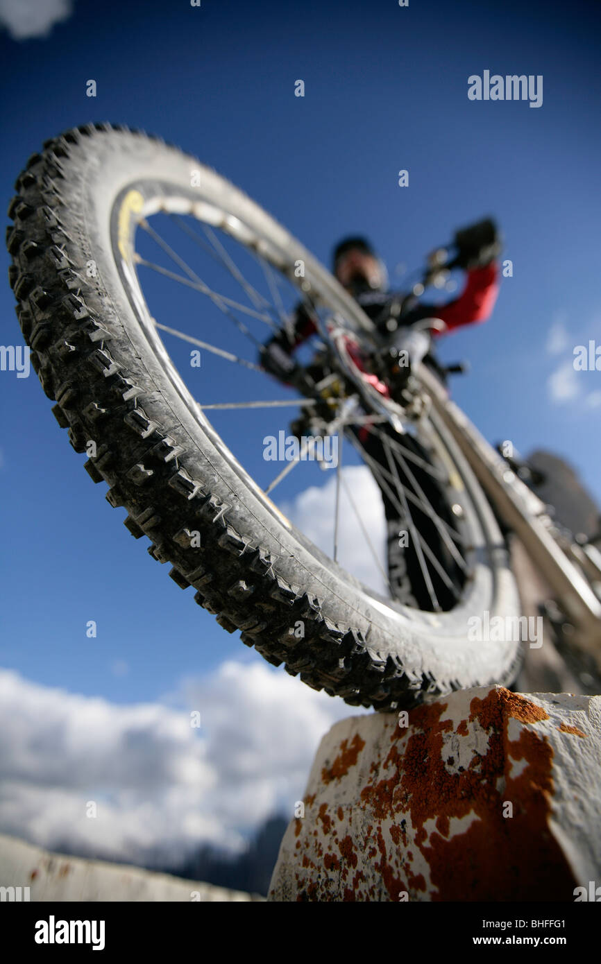 Mountainbike in der Nähe von Tre Cime di Lavaredo, Veneto, Italien Stockbild