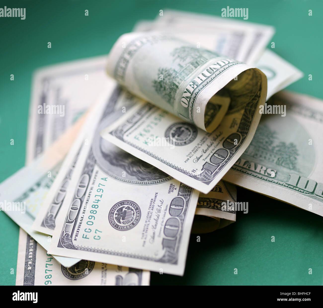 US-Dollar. Ein Stück des Geldes auf grünem Hintergrund. Stockbild