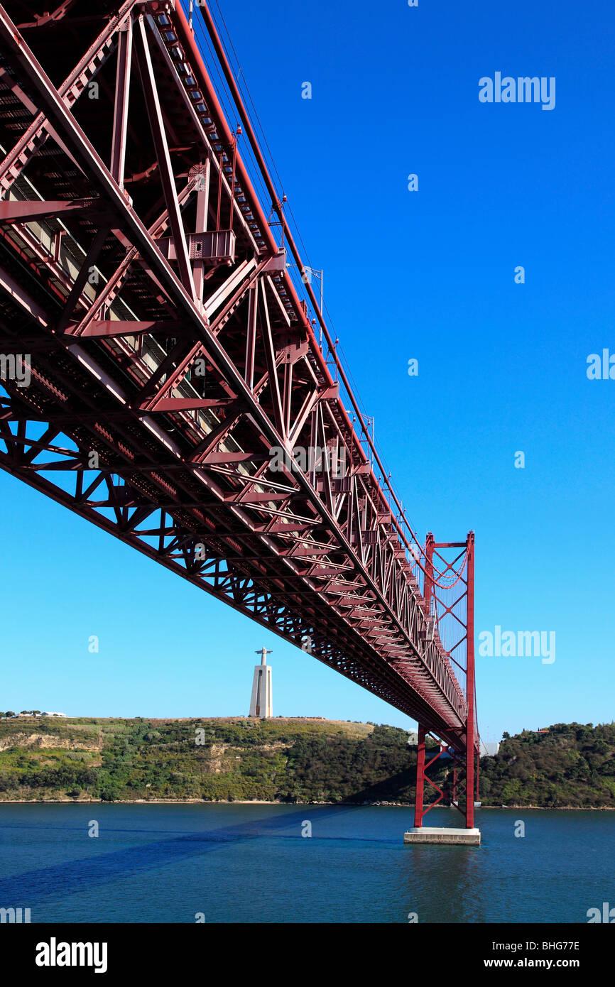 25. April-Brücke in Lissabon Stockbild