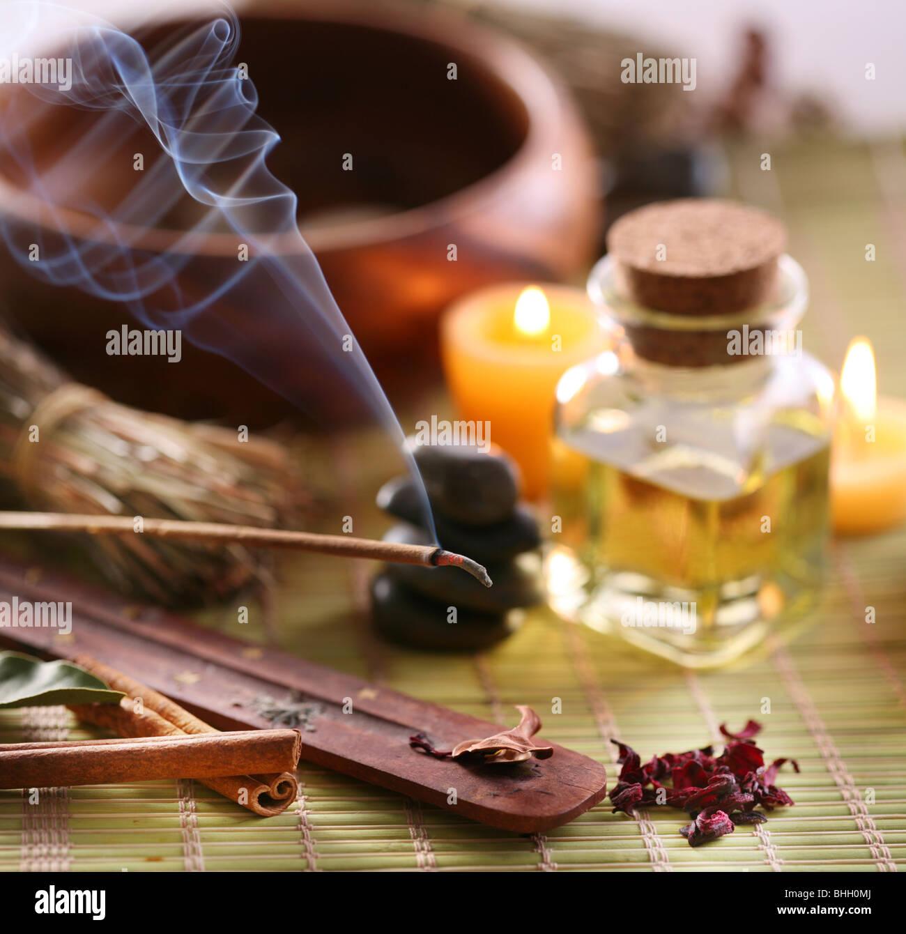 Stillleben mit Aroma sticks in der Spa-Salon. Stockbild