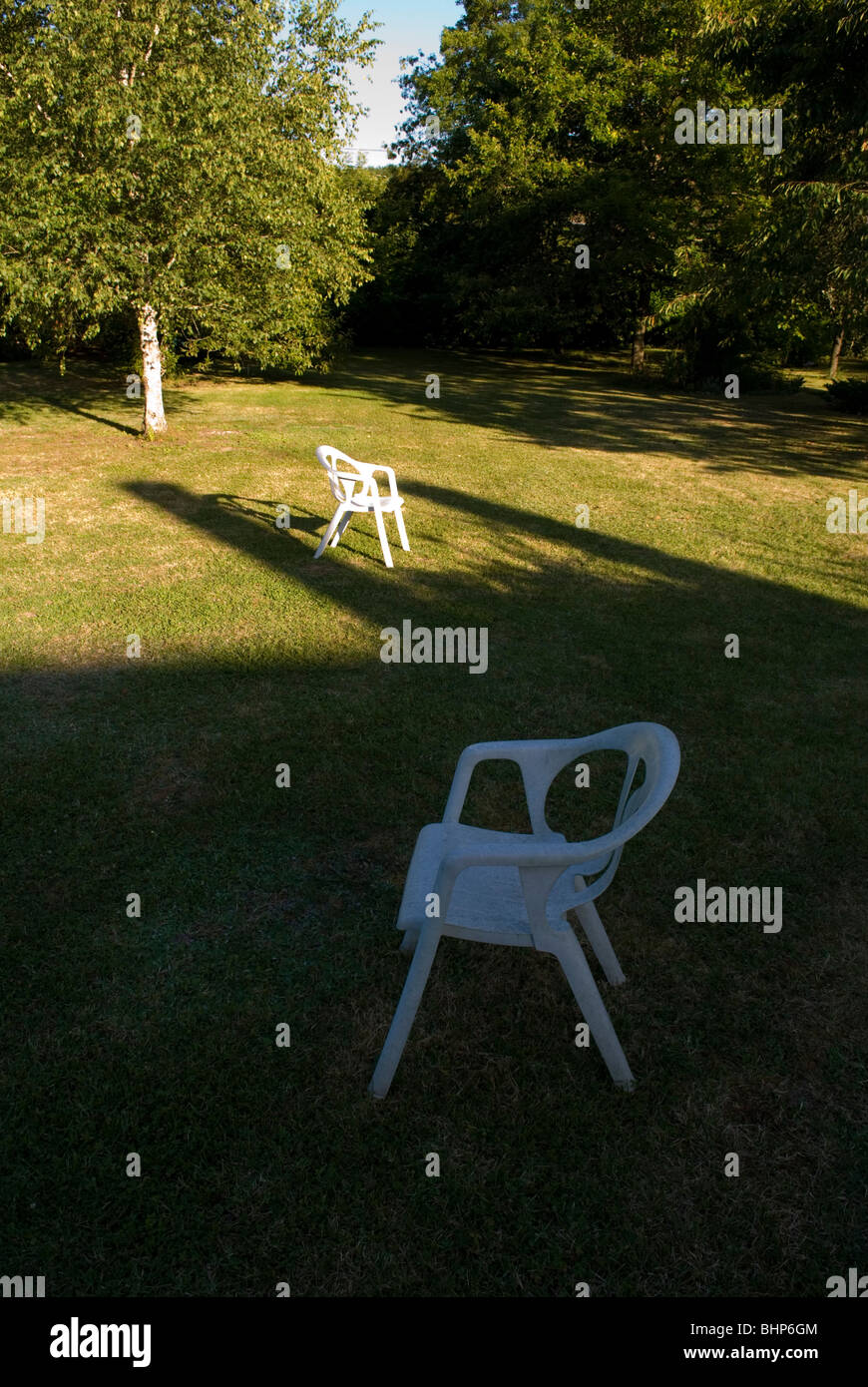 shaded garden stockfotos shaded garden bilder alamy. Black Bedroom Furniture Sets. Home Design Ideas