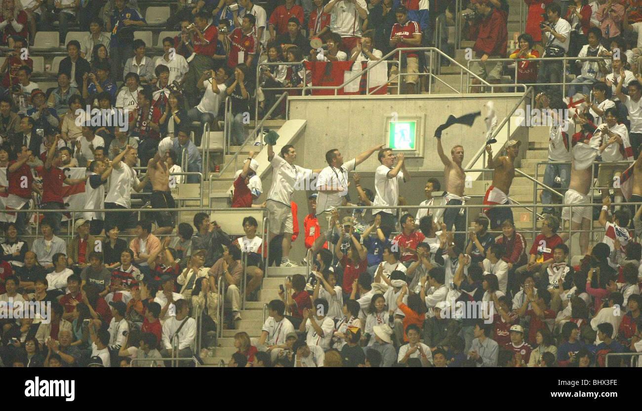 World Cup Juni 2002 zweite Runde. England-Fans feiern in ihrem Spiel gegen Dänemark England 3-0-Sieg Stockbild