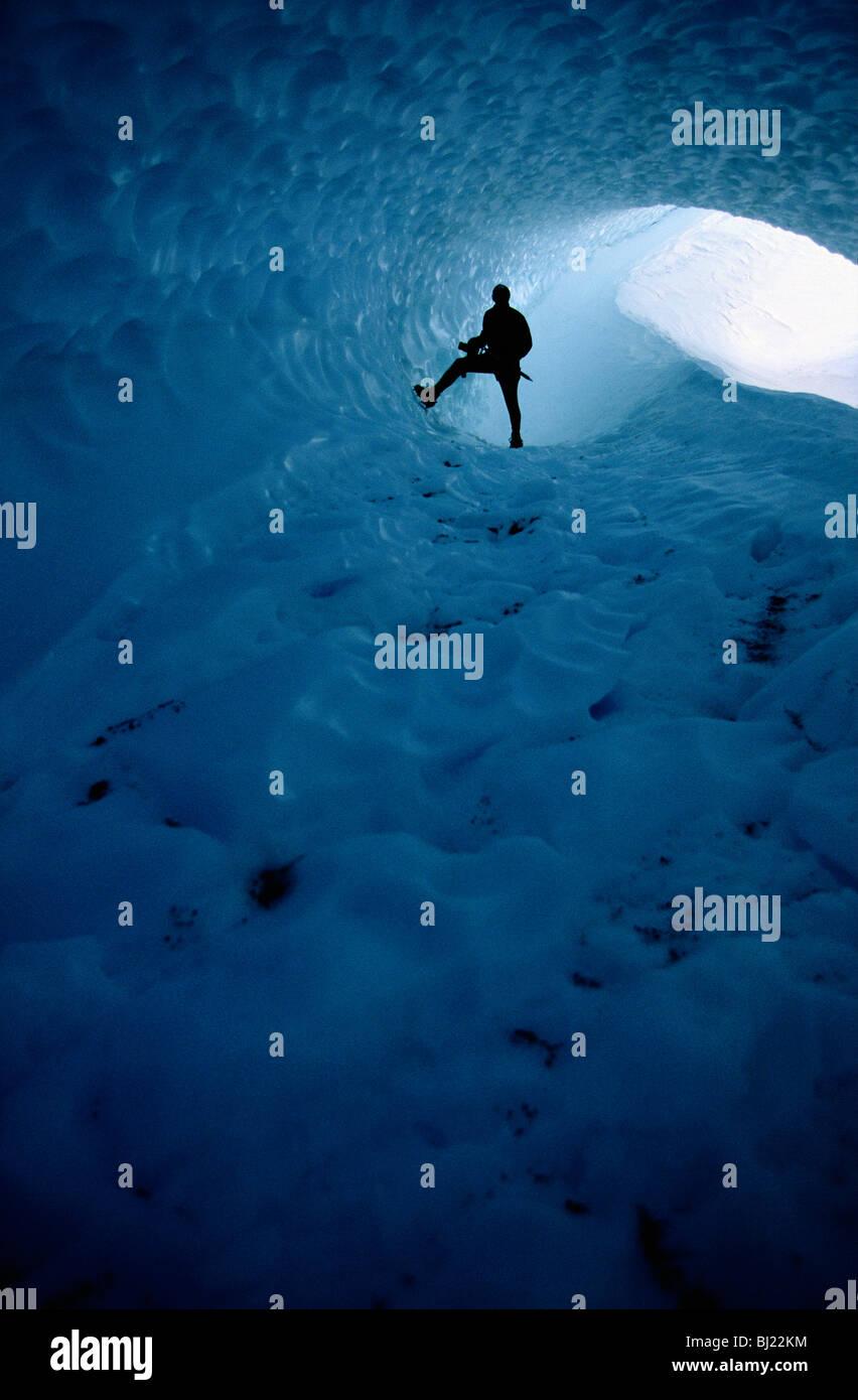 Eine Person in einem Windkanal in das Inlandeis, der Antarktis. Stockbild