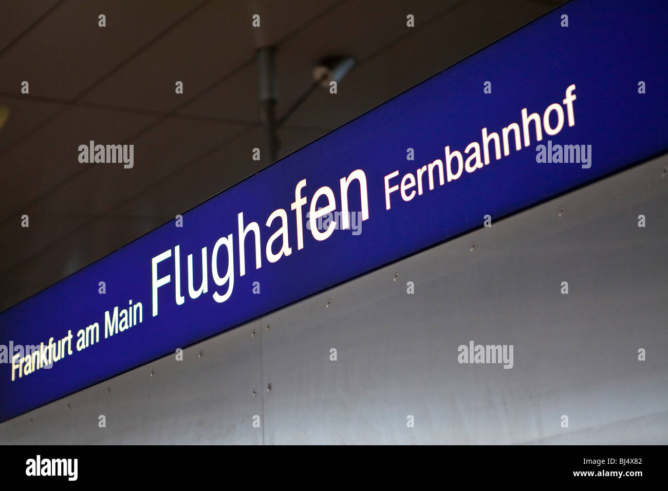 frankfurt am main flughafen fernbahnhof fernbahnhof im airail terminal am flughafen frankfurt. Black Bedroom Furniture Sets. Home Design Ideas