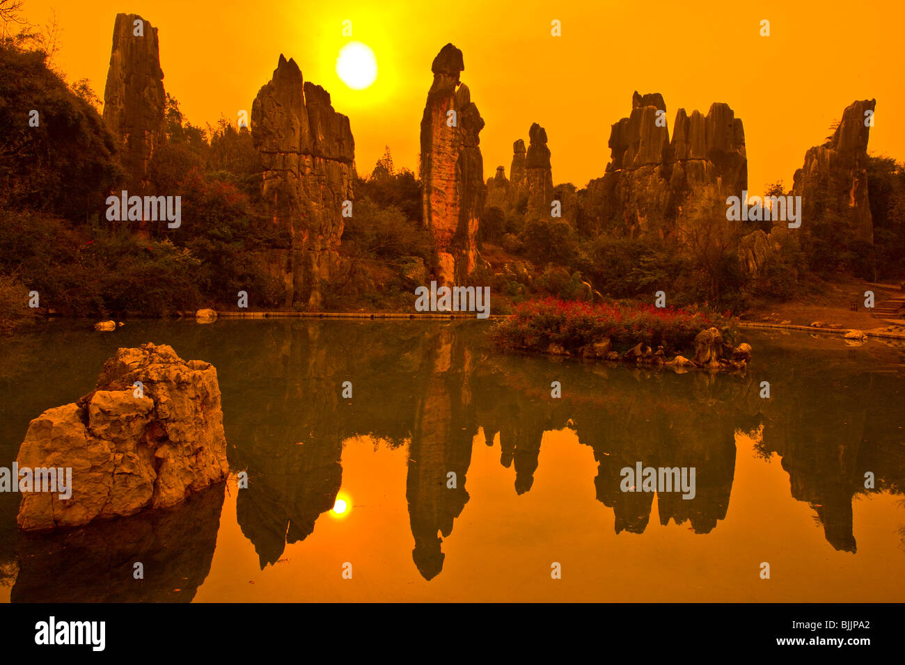 Türme am kleinen Steinwald, Stone Forest National Geopark, China, Provinz Yunnan, Kalkstein Pinnacles, UNESCO Stockbild