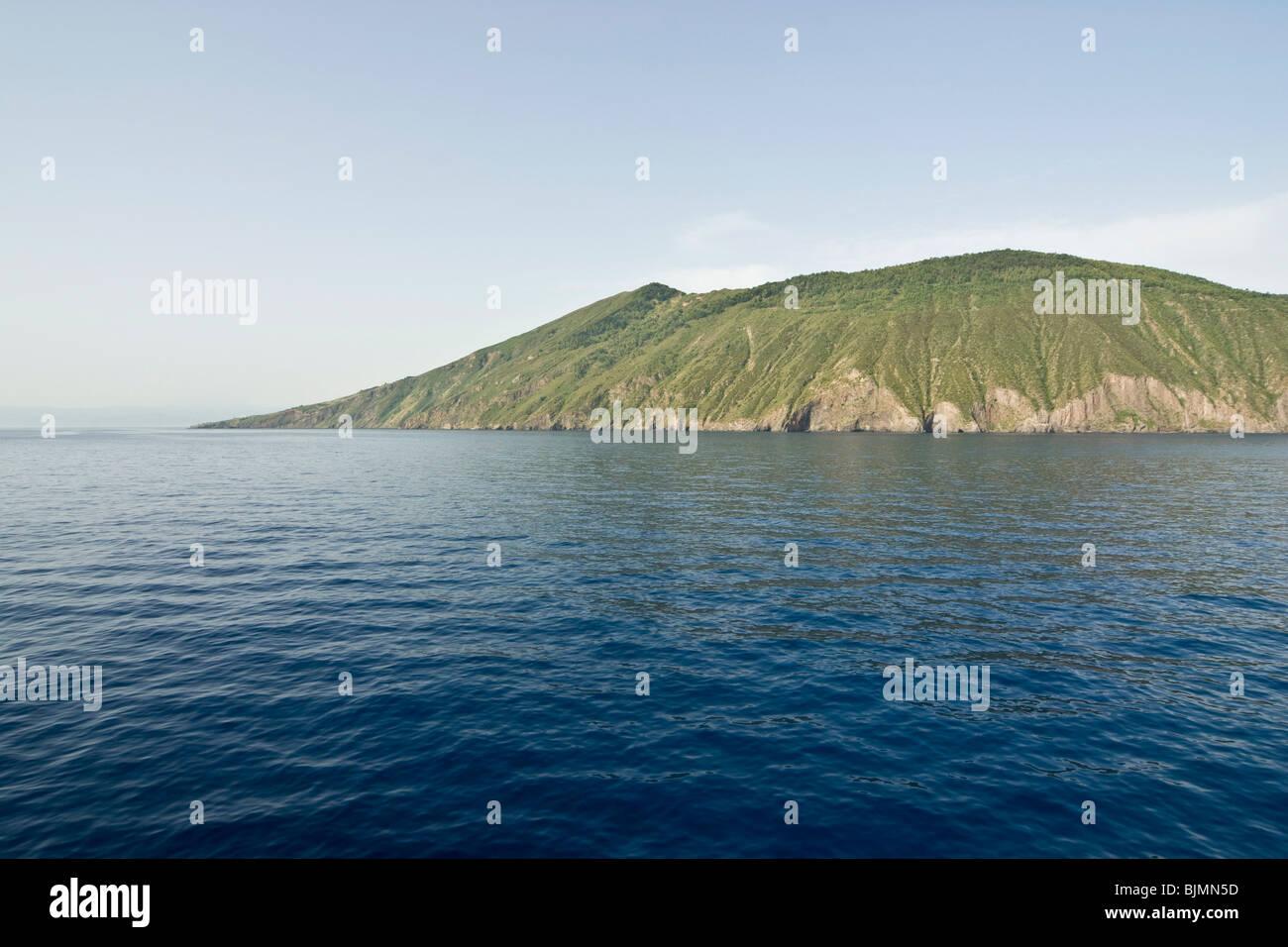 Italien, Sizilien, Liparische Inseln, Insel Vulcano Im Meer | Italien, Sizilien, Liparischen Inseln, Insel Vulcano Stockbild